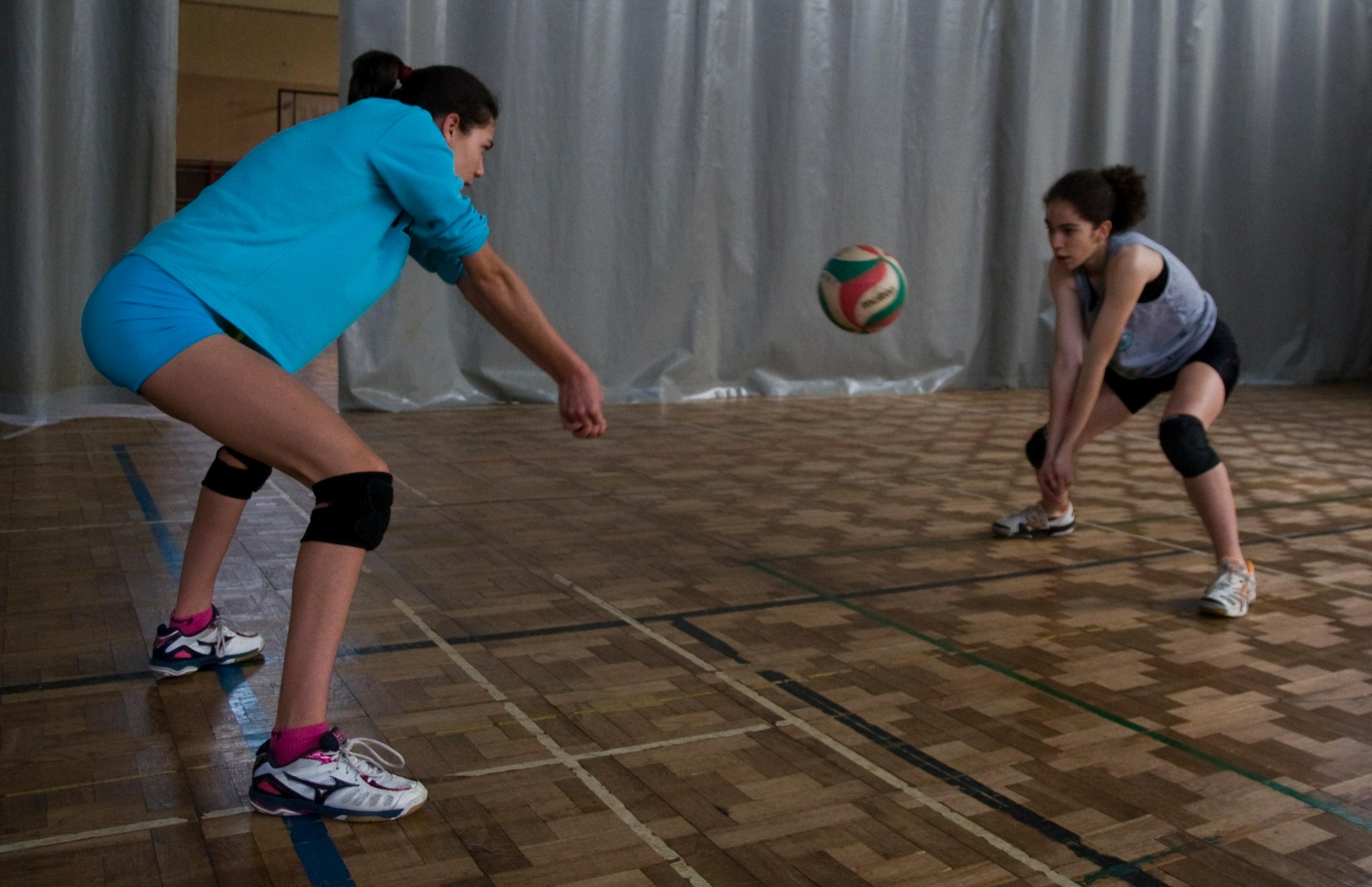 Ejercicios para trabajar el toque de antebrazos en voleibol